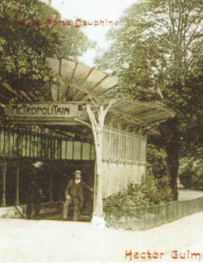 Carte postale d'environ 1910 montrant l'entrée de station de métro de la porte Dauphine dessiéne par Guimard