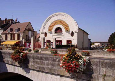L'Eden Cinéma de Cosne-Cours-sur-Loire, qui a servi d'élément de décor pour une photo de Blaise Arnold