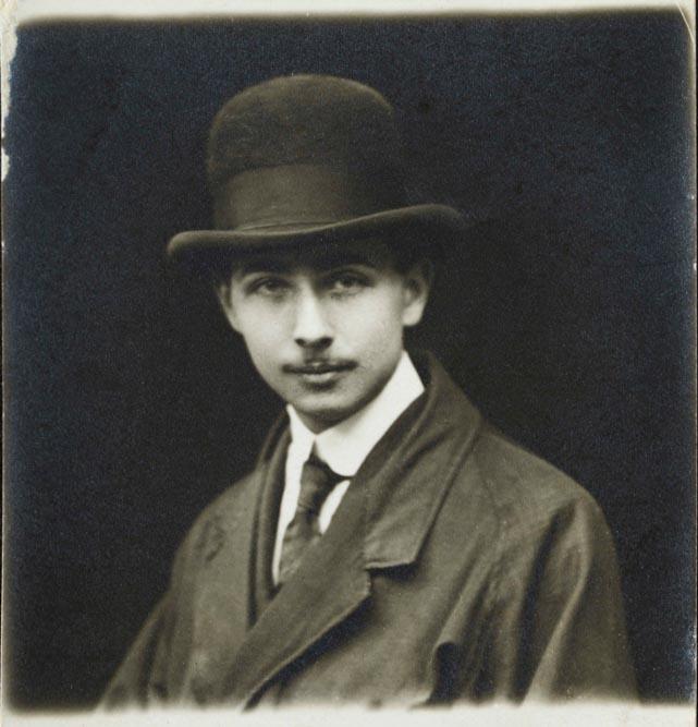 Louis Aragon, portrait anonyme © Bibliothèque Jacques-Doucet