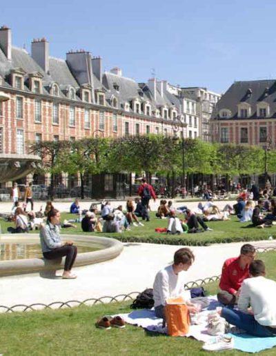 Vue identique de la place des Vosges, en mai 2021 @J.Barret