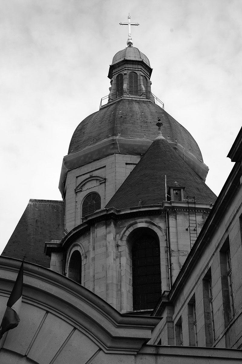 Le dôme de l'église Saint-Paul aperçu de la rue Charlemagne par Éric Hazan @La Fabrique